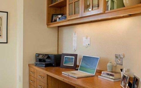 Killer built-in desk by MLG Woodworking